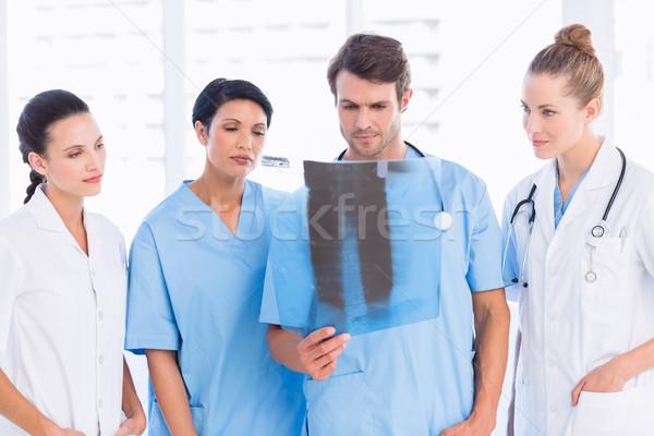 Groep artsen chirurgen onderzoeken Xray heldere Stockfoto © wavebreak_media