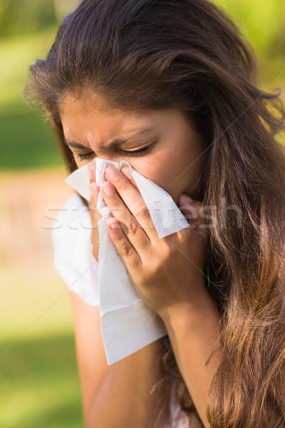 Mujer sonarse la nariz papel primer plano Foto stock © wavebreak_media