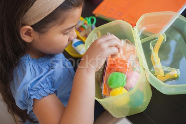 Jong meisje kleurrijk wollen Stockfoto © wavebreak_media