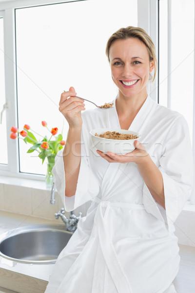 улыбающаяся женщина халат зерновых домой кухне женщину Сток-фото © wavebreak_media