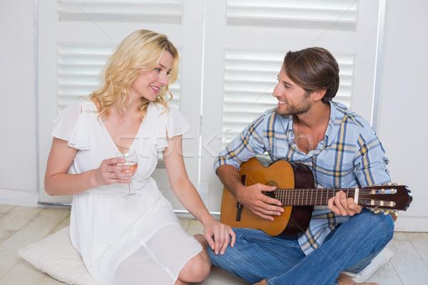 Bel homme petite amie guitare maison salon amour Photo stock © wavebreak_media