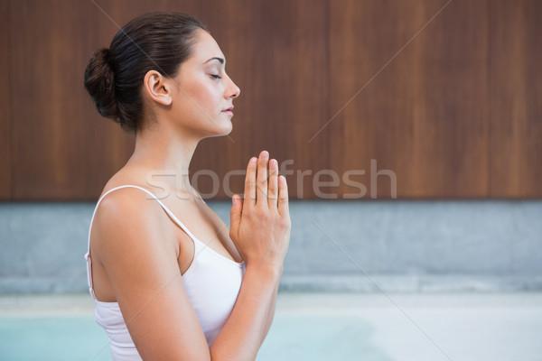 Zawartość brunetka biały posiedzenia Lotos stanowią Zdjęcia stock © wavebreak_media