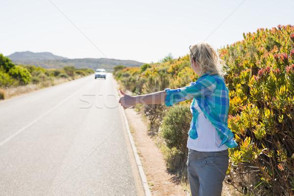 Aantrekkelijk blond wandelen landelijk weg Stockfoto © wavebreak_media