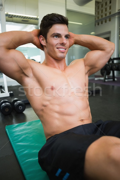 Musculaire homme abdominale gymnase souriant jeunes Photo stock © wavebreak_media