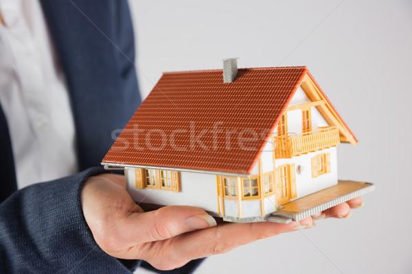 Empresária miniatura modelo casa cinza Foto stock © wavebreak_media
