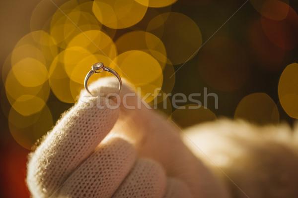 Święty mikołaj pierścionek zaręczynowy biały rękawice Zdjęcia stock © wavebreak_media