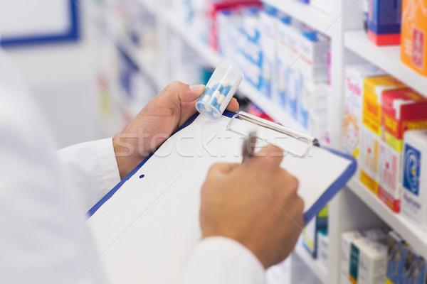 Apotheker schrijven geneeskunde jar Stockfoto © wavebreak_media