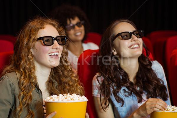 Jonge vrienden kijken 3D film bioscoop Stockfoto © wavebreak_media