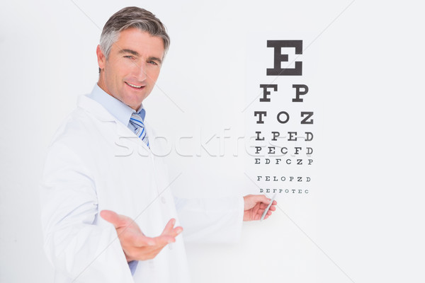 Optometrista olhando câmera médico escritório homem Foto stock © wavebreak_media