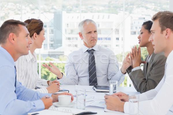 Equipo de negocios reunión oficina papel vidrio gente de negocios Foto stock © wavebreak_media