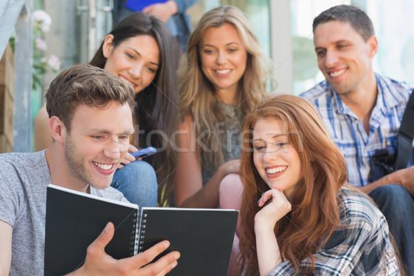 Feliz estudiantes mirando libro fuera campus Foto stock © wavebreak_media