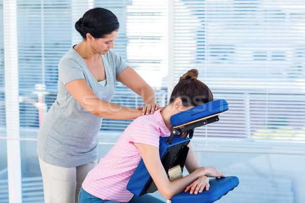 женщину шее массаж медицинской служба рук Сток-фото © wavebreak_media