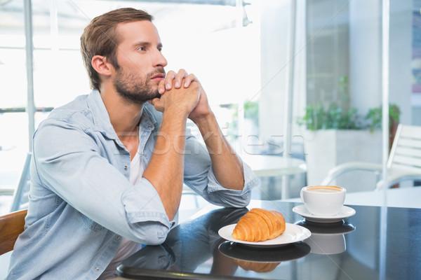 Młodych zamyślony człowiek patrząc dystans Kafejka Zdjęcia stock © wavebreak_media