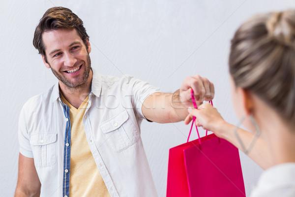 Mosolyog pénztáros bevásárlószatyor nő mosolyog nő ruházat Stock fotó © wavebreak_media