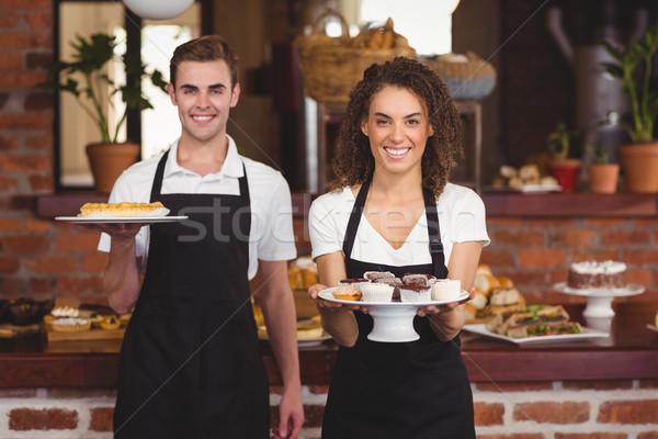 Sonriendo camarero camarera placas Foto stock © wavebreak_media