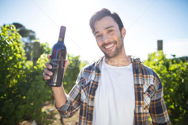 Retrato hombre botella de vino vina Foto stock © wavebreak_media