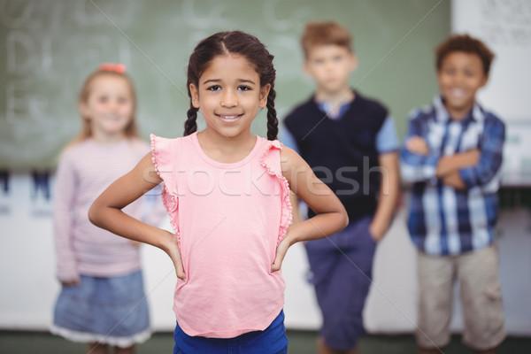 Retrato feliz colegiala pie manos cadera Foto stock © wavebreak_media