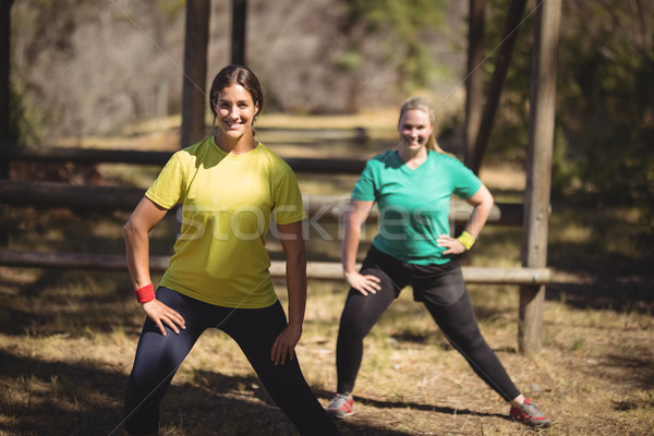 Portré boldog nők testmozgás akadályfutás láb Stock fotó © wavebreak_media