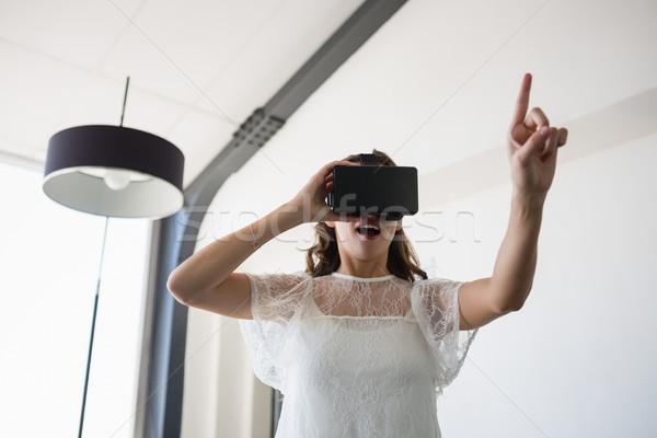 üzletasszony virtuális valóság iroda mosolyog üzlet Stock fotó © wavebreak_media