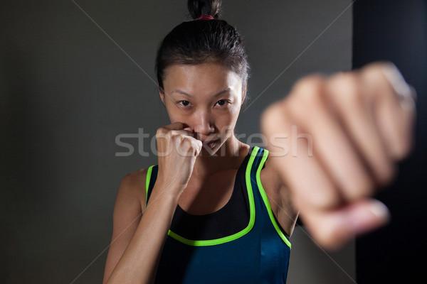 Határozott nő gyakorol box fitnessz stúdió Stock fotó © wavebreak_media