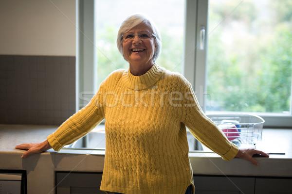 улыбаясь старший женщину Постоянный кухне портрет Сток-фото © wavebreak_media