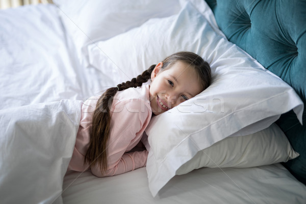 улыбаясь девушки кровать спальня портрет счастливым Сток-фото © wavebreak_media
