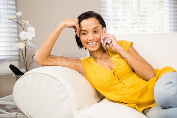 Sorridere bruna divano telefono felice Foto d'archivio © wavebreak_media