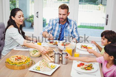 Nő adag étel barátok ül étkezőasztal Stock fotó © wavebreak_media