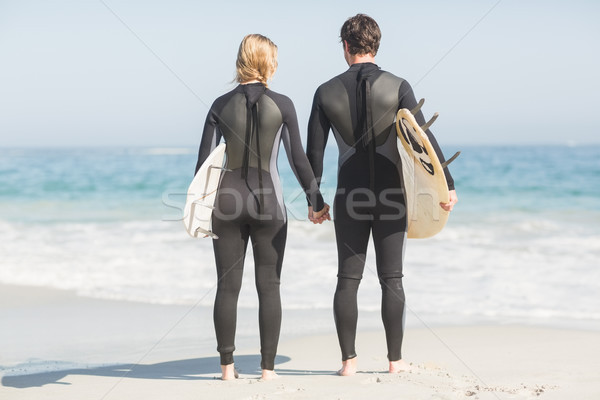 Pareja tomados de las manos playa tabla de surf mujer Foto stock © wavebreak_media