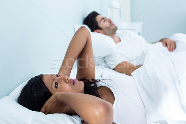 女性 男 いびき ベッド ベッド ホーム ストックフォト © wavebreak_media