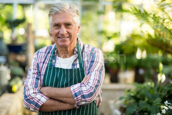 Masculina jardinero invernadero retrato los brazos cruzados hombre Foto stock © wavebreak_media