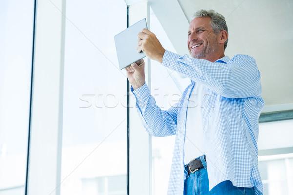 Görmek mutlu olgun adam tablet Stok fotoğraf © wavebreak_media