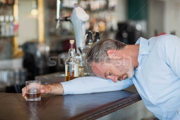 Eszméletlen üzletember tart whiskey üveg pult Stock fotó © wavebreak_media