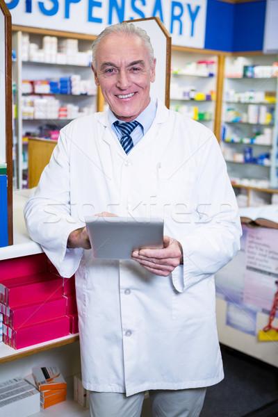 Farmacista digitale tablet ritratto farmacia business Foto d'archivio © wavebreak_media