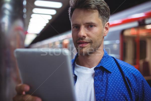 Portré jóképű férfi digitális tabletta vasút vágány Stock fotó © wavebreak_media