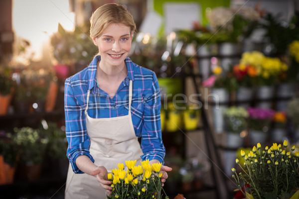 Homme fleuriste toucher magasin femme Photo stock © wavebreak_media