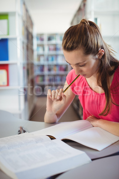 Schülerin Hausaufgaben Bibliothek Schule aufmerksam Mädchen Stock foto © wavebreak_media