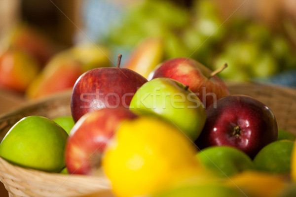 świeże jabłka wiklina koszyka organiczny Zdjęcia stock © wavebreak_media