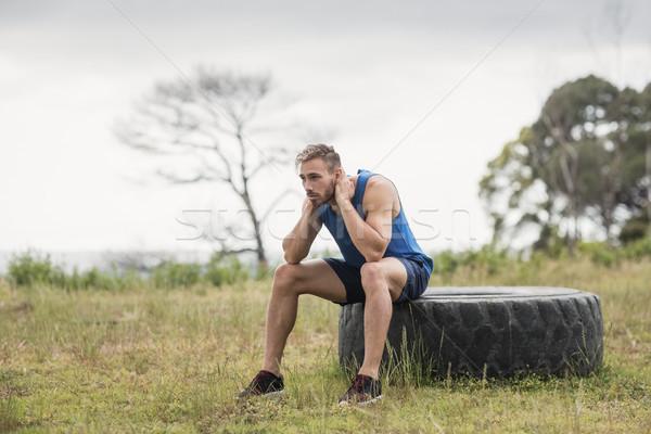 Cansado encajar hombre sesión neumático fitness Foto stock © wavebreak_media