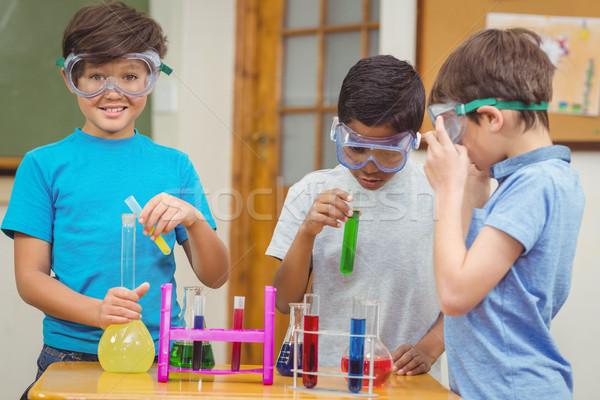 Iskolás tudomány lecke osztályterem boldog portré Stock fotó © wavebreak_media