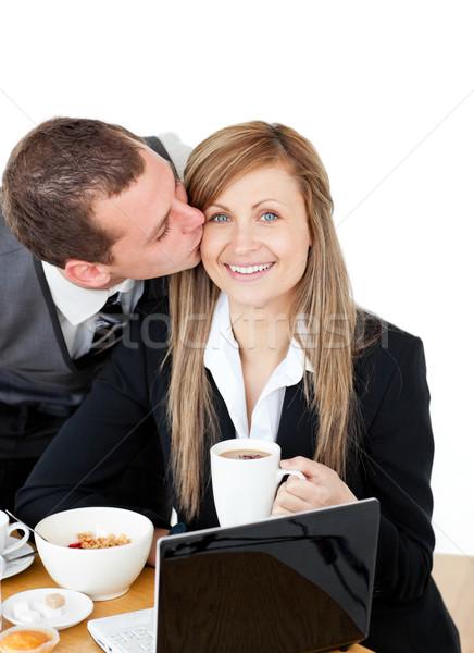 Fiatal üzletember csók elragadtatott barátnő reggeli Stock fotó © wavebreak_media
