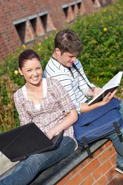 Сток-фото: пару · студентов · книга · ноутбука · кампус
