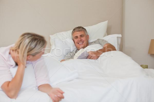 Stockfoto: Vrouw · praten · echtgenoot · bed · gelukkig · home