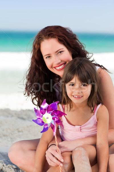 Petite fille mère moulin à vent eau fille main Photo stock © wavebreak_media