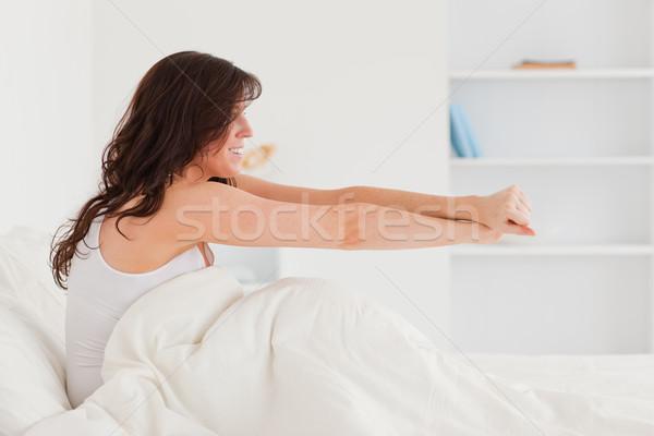 Di bell'aspetto bruna femminile posa letto Foto d'archivio © wavebreak_media