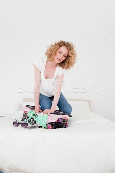 Sarışın kadın yakın bavul yatak odası yatak Stok fotoğraf © wavebreak_media