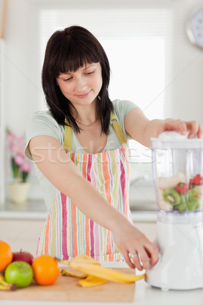 かなり ブルネット 女性 ミキサー 立って キッチン ストックフォト © wavebreak_media