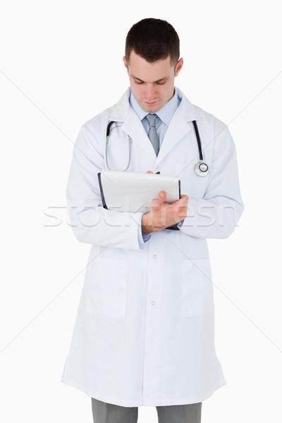 医師 注意深い 見 ノート 白 ストックフォト © wavebreak_media