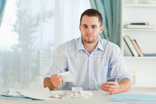 Jovem empresário calculadora papel trabalhar Foto stock © wavebreak_media