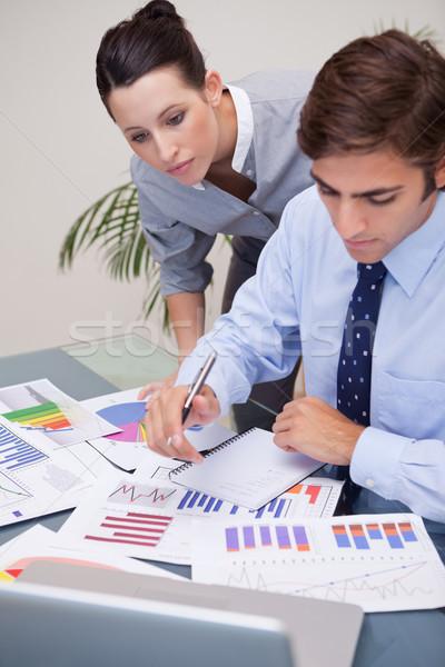 Fiatal üzleti csapat statisztika együtt papír megbeszélés Stock fotó © wavebreak_media